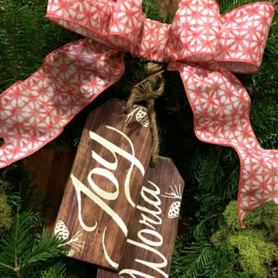 DIY: A Simple No Sew Bow for your Wreath