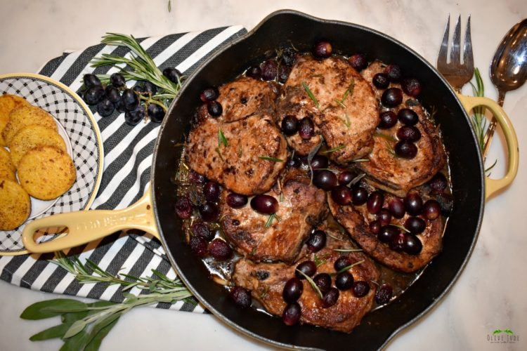 Weeknight Skillet Herb Pork Chops with Roasted Grapes #porkchops #skilletporkchops #herbporkchops #weeknightdinner