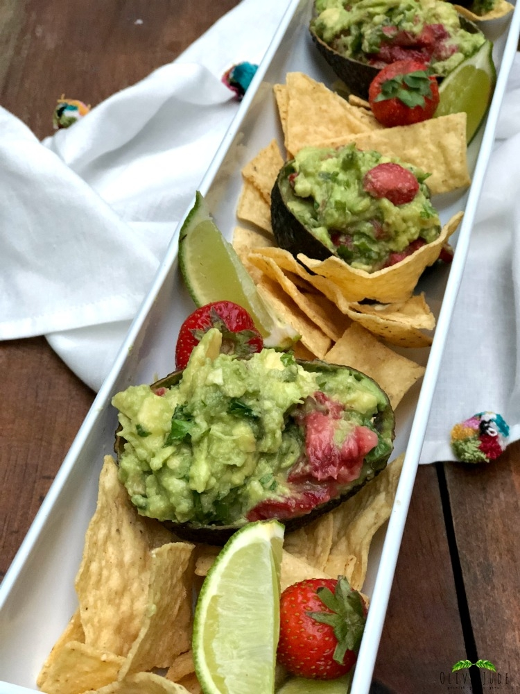 Roasted Strawberry and Jalapeño Guacamole #strawberryguacamole #roastedstrawberries #fruitguacamole #strawberryavocado