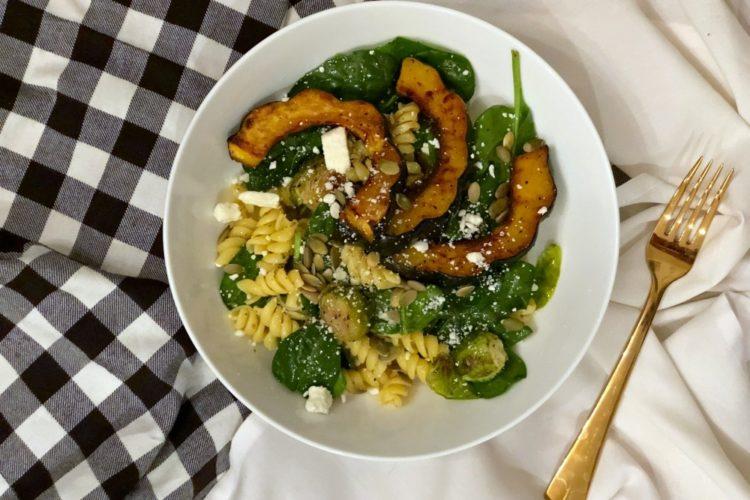Autumn Acorn Squash Pasta Salad #autumnpastasalad #acornsquashsalad #fallsalad