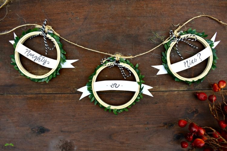 DIY: 10 Mini Embroidery Hoop Christmas Crafts That Anyone Can Make #miniembroideryhoops #christmascrafts #diychristmasdecor #diy #embroideryhoopideas