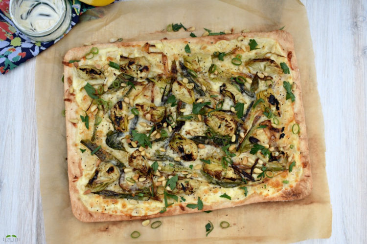 Charred Scallion and Artichoke Flammkuchen (German Pizza) #flammkuchen #germanpizza #artichokepizza #germanfood #pizzarecipe